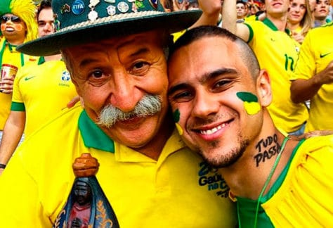 Dois torcedores durante Copa do Mundo de 2014